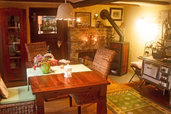 rotes fachwerkhaus auszeit hotels kurzurlaub im umkreis. Black Bedroom Furniture Sets. Home Design Ideas